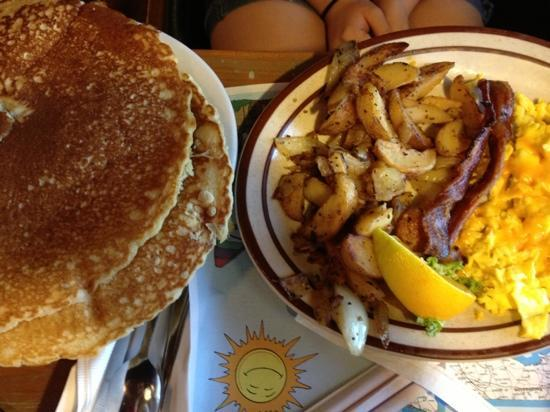 Hernando, FL: pancakes that over flow the plate!