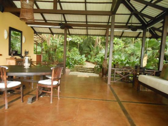 Latitude 10 Beachfront Resort: The common room