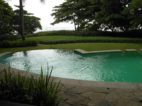 Latitude 10 Beachfront Resort: The pool