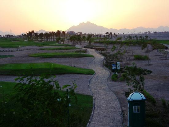 Steigenberger Makadi Hotel: sunset 1st tee