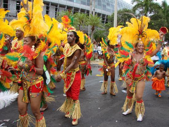 La Quinta Inn & Suites Miami Airport East: Visited the Miami Carnival 2013