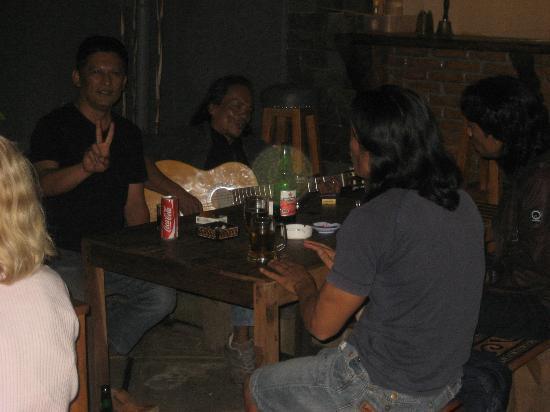 Cafe Aras: Aras y sus amigos