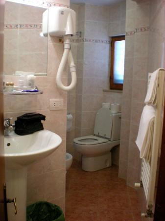 Hotel Casci: Big bathroom