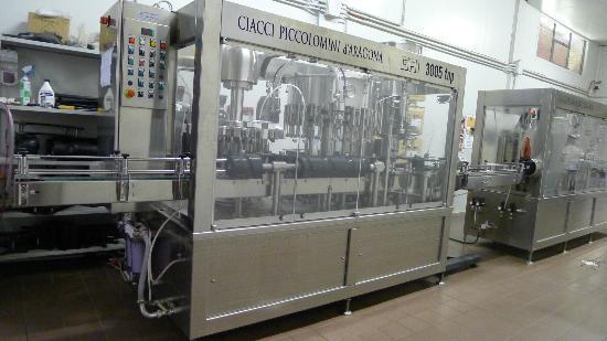 Ciacci Piccolomini d'Aragona: bottling area