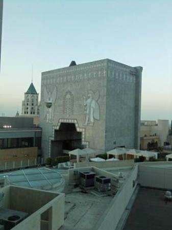 Hollywood Renaissance Suites: Hollywood boulevard est bien juste là, en dessous
