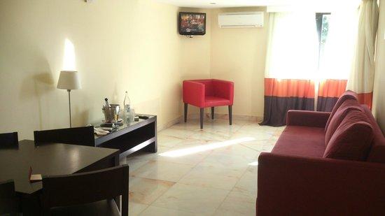 Hotel Topazio: Livingroom