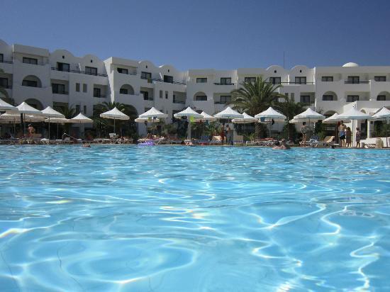 Hôtel Palm Azur : la grande piscine et les bonne chambres