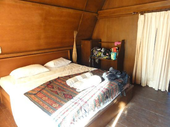 Coral Beach Pizza Cottages: The deluxe room