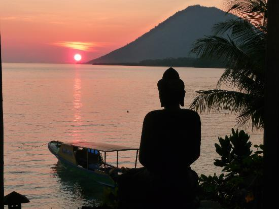 Bunaken Island Resort: uitzicht vanaf de strandhuisjes