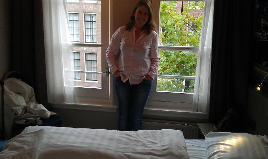 Budget Hotel Tourist Inn: Habitación pequeña pero muy confortable
