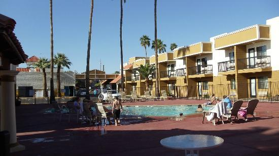 Econo Lodge Inn & Suites: Pool Area