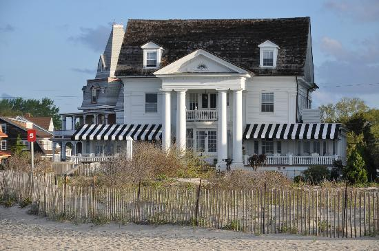 The Peter Shields Inn: Beachfront Inn and Restaurant