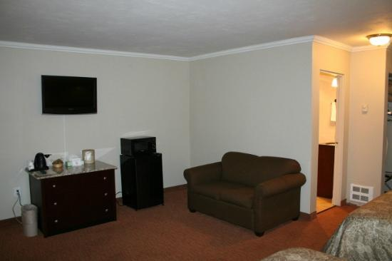 Super 8 by Wyndham Coos Bay/North Bend: large suite