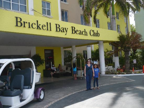 Brickell Bay Beach Club & Spa: las chicas frente al brickel