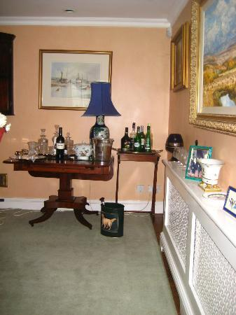 Fieldways: Drawing room drinks area.