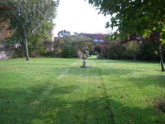 Fieldways: Spacious lawn area.