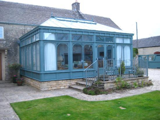 Fieldways: Large conservatory with free WIFI.