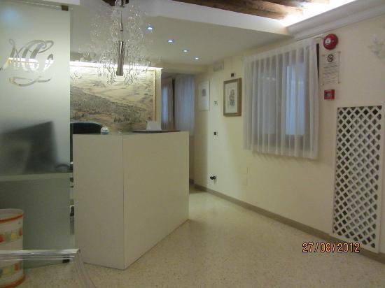 Hotel Adriatico: HALL