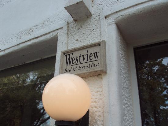 Westview Bed & Breakfast : Front entrance