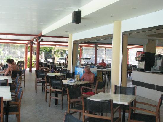 Hotel Relax: le bar et ou l'on prend le repas de midi