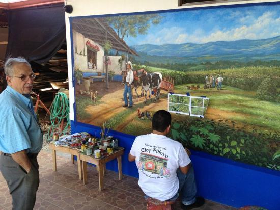 Sarchi, Costa Rica: Víctor Chavarría decorador de murales