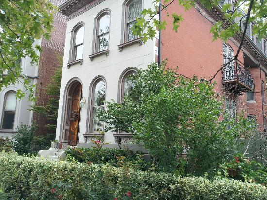The Park Avenue Mansion Bed & Breakfast: The building!