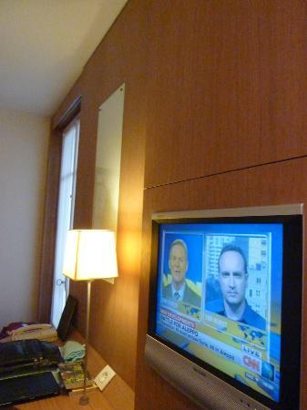 Select Hotel: TV and desk view