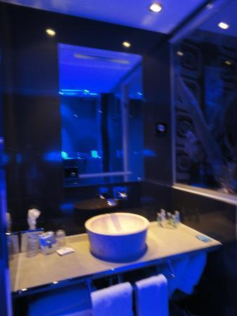 Hotel Design Secret de Paris: Bathroom 2