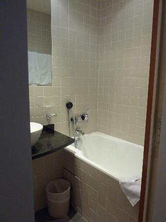 Select Hotel: Shower / bath