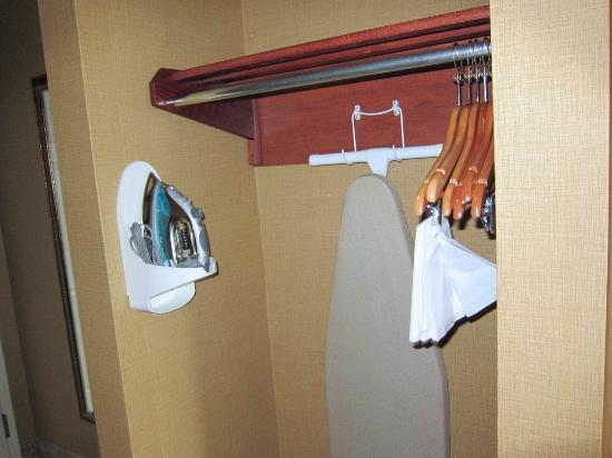 Holiday Inn Express Hotel & Suites Lake Placid: Ironing equipment and hangers