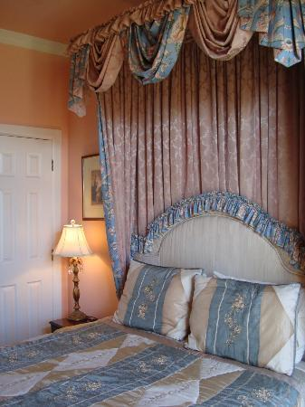 Cedar Grove Mansion Inn & Restaurant: Prissie Suite - bedroom