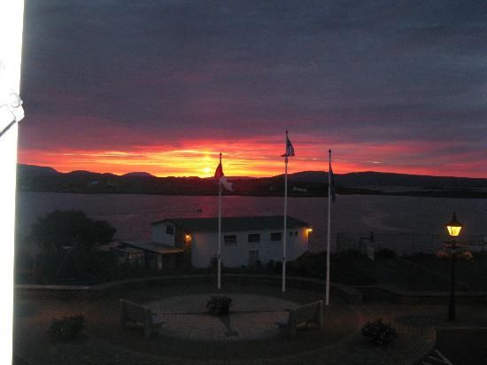 Roundstone House Hotel: Sunrise from my room