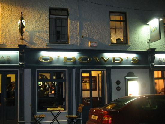Roundstone House Hotel: O'Dowd's - a block down the street