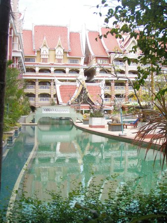 Aonang Ayodhaya Beach Resort: Big pool area for just two of us.