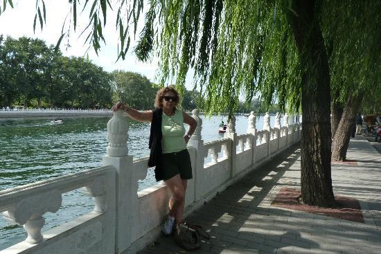 Back Lakes (Hou Hai): orilla del lago