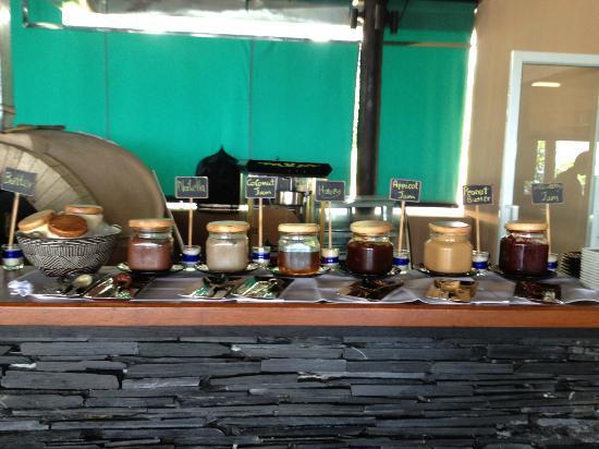 Mantra Samui Resort: Breakfast breads