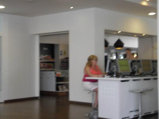 Sunprime Coral Suites: computer area