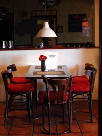 Gastropub Viceversa: lovely table