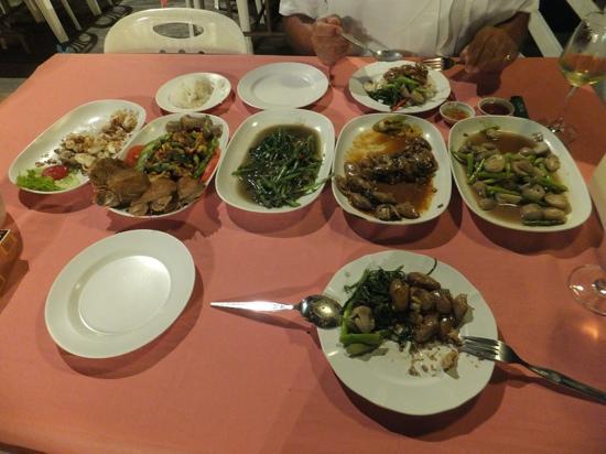 Ketsarin Restaurant: Our banquet already half eaten