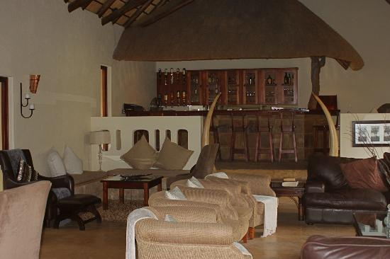 Elephant Plains Game Lodge: the Bar