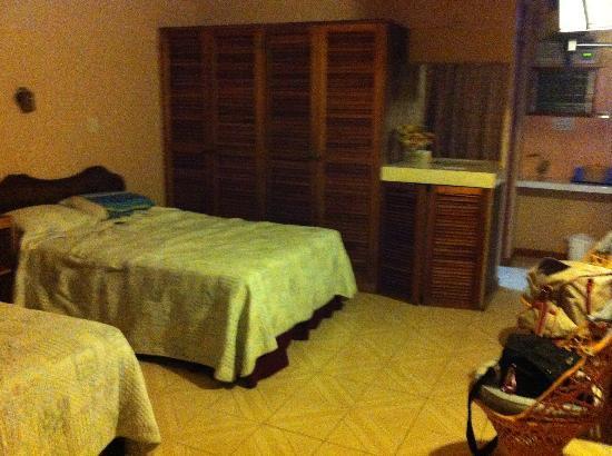 Divisamar Hotel & Casino: Armario, 2da cama y detrás del armario esta el baño