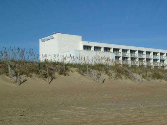 ‪‪Holiday Inn Express Nags Head Oceanfront‬: View from the beach‬
