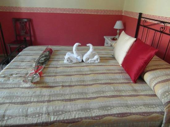 Loggetta di Trastevere: Towel Ducks on the Bed!