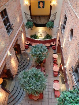 Hotel Nelligan: Indoor terrasse