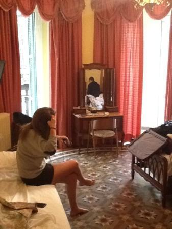 Nouvel Hotel: hyggeligt værelse med 2 altaner.