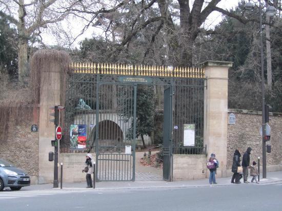 Timhotel Jardin des Plantes: Entrada al Jardin des Plantes, frente al hotel