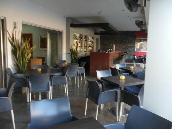 Pyramos Hotel: Bar Area
