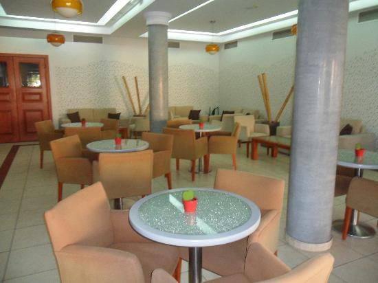Pyramos Hotel: Lounge/Breakfast Area