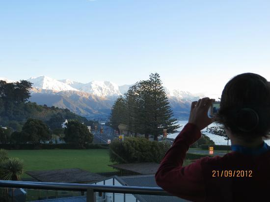 """Kaikoura Apartments: Troublesome teen and """"That View""""!!"""