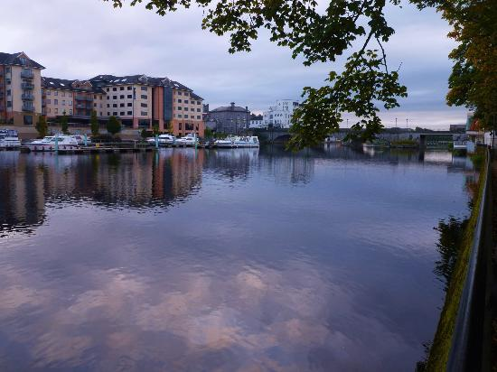 Radisson Blu Hotel, Athlone: Radisson from left bank of river